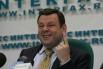 2.Михаил Фридман. Совладелец  консорциума «Альфа-Групп» (входят «Альфа-Банк», «Альфа-Капитал», «АльфаСтрахование», X5 Retail Group), также совладелец нефтяной компании ТНК-ВР. Состояние 16,5 млрд долларов. По сравнению с 2012 года поднялся на 4 позиции.