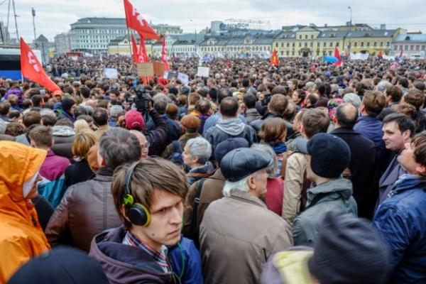 В целом, по сообщениям корреспондента AиФ.ru, обстановка на акции была спокойной.