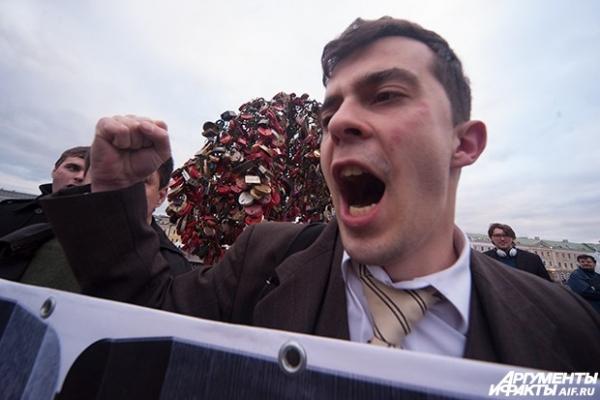 Один из основателей партии 5 декабря Роман Доброхотов на митинге оппозиции на Болотной площади.