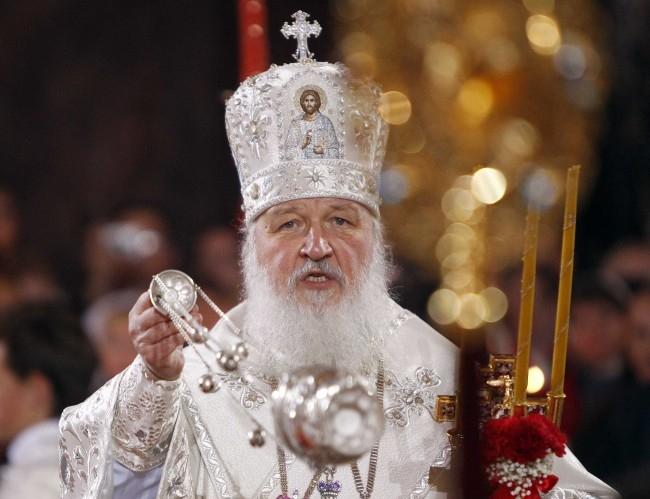 Патриарх Московский и Всея Руси Кирилл  на пасхальном богослужении в Храме Христа Спасителя в Москве.