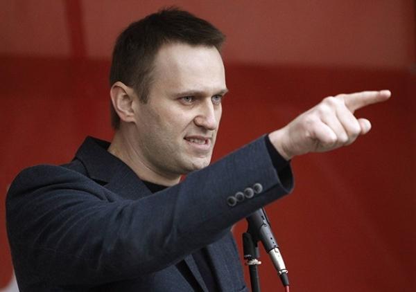 Алексей Навальный выступает на митинге оппозиции на Болотной площади в Москве.