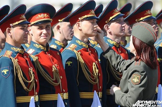 Венок к мемориальному ансамблю возложили Военнослужащие Президентского полка.