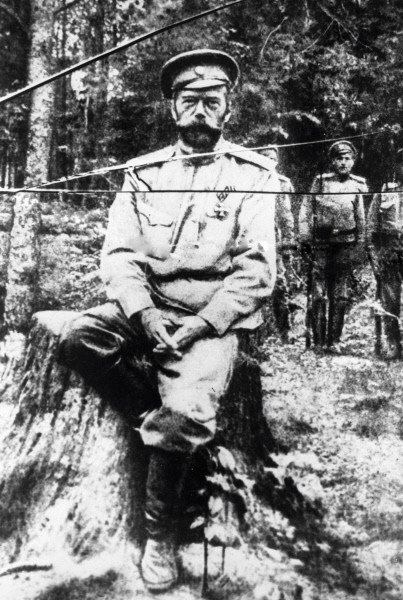 Одна из последних фотографий Николая II, сделанная во время его ссылки в Тобольске, лето 1917 года. Репродукция. 1917