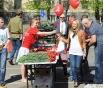 Также участники акции получили праздничные флажки, георгиевские ленточки и чудесные гвоздики от компании «Мосцветторг».