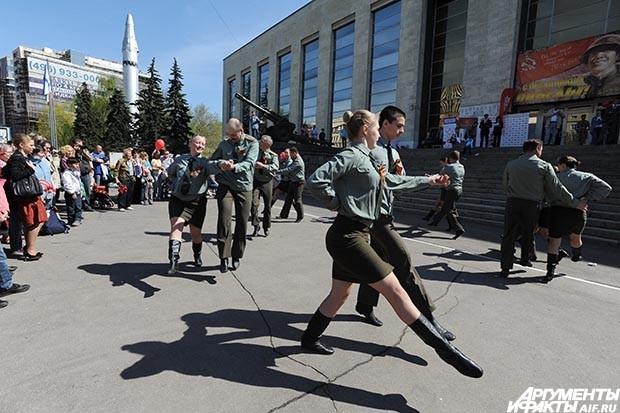 После приветственных речей организаторов показала своё мастерство хореографическая студия «Приглашение к танцу»