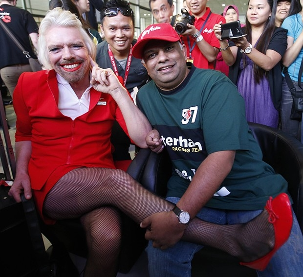 Пари он заключил с другим бизнесменом – руководителем AirAsia Тони Фернандесом.