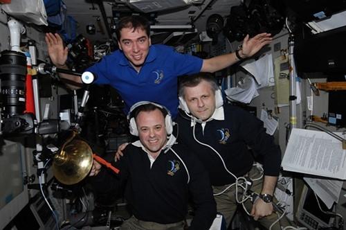 На МКС есть традиция звонить в корабельную рынду при стыковке другого космического корабляЭту традицию ввели американские астронавты, офицеры морского флота.