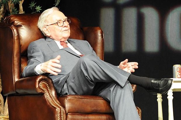 3. Американский инвестор Уоррен Баффет с состояние 59,6 млрд долларов уверенно занимает третью место в рейтинге самых богатых людей по версии Bloomberg.