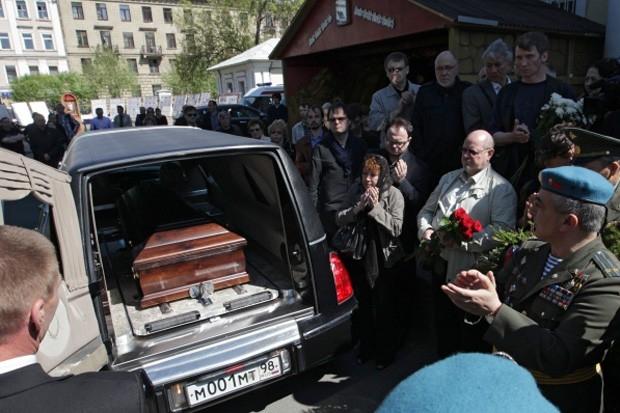 Прощание с режиссером Алексеем Балабановым у Князь-Владимирского собора в Санкт-Петербурге.