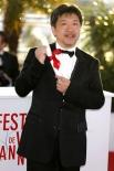 Приз жюри 66-го Каннского фестиваля,  достался японской мелодраме «Каков отец, таков и сын» (Soshite chichi ni naru) режиссера Хирокадзу Корээда.
