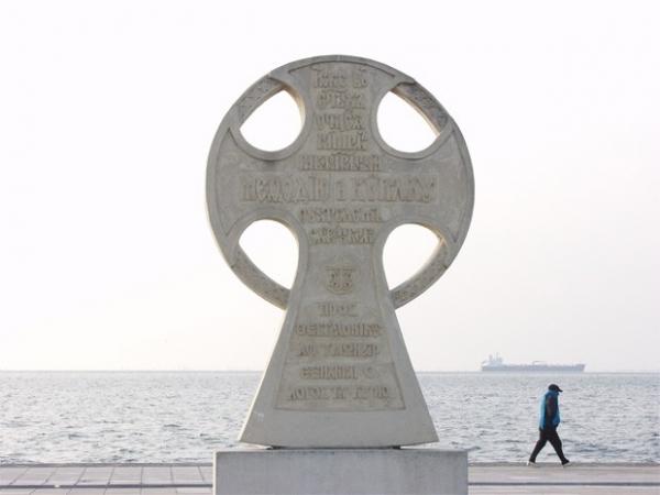 Монумент в честь Кирилла и Мефодия в Салониках, Греция. Этот объект в качестве подарка был передан Греции Болгарской православной церковью.