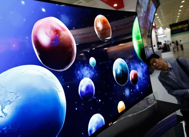 Телевизор, оснащенный гибким дисплеем, построен на основе органических элементов