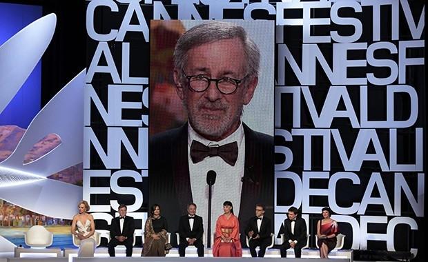 Председателем жюри был режиссер Стивен Спилберг