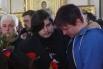 Сыновья режиссера Алексея Балабанова Федор (в центре) и Петр (справа) на отпевании отца в Князь-Владимирском соборе в Санкт-Петербурге.