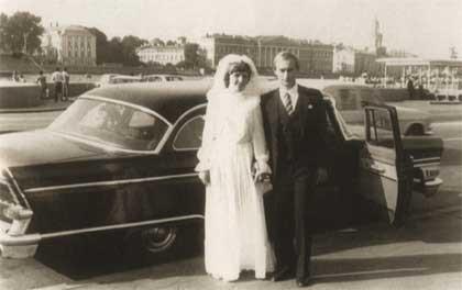 Спустя 3 года после знакомства Владимир Путин сделал Людмиле Шкребневой предложение. В июле 1983 года они зарегистрировали свои отношения.