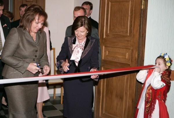 Людмила Путина и супруга президента Польши Мария Качиньска  во время торжественной церемонии открытия Польского дома в Санкт-Петербурге. 2007 г.