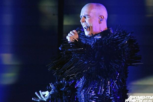 Большую  часть шоу составили хиты, написанные за 30-летнюю карьеру Pet Shop Boys.