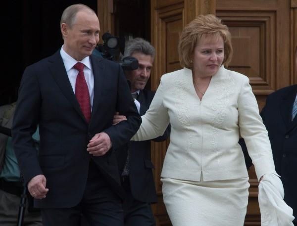 Владимир Путин с супругой Людмилойя  после церемонии вступления в должность президента РФ Владимира Путина. 2012