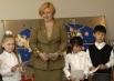 Супруга президента РФ Людмила Путина во время посещения детского оздоровительного центра «Бобек». Пребывание Л.Путиной в Казахстане. 2004 г.