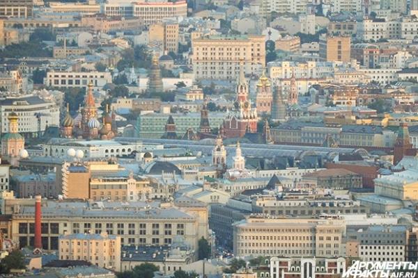 Московский Кремль расположен на высоком левом берегу Москвы-реки — Боровицком холме