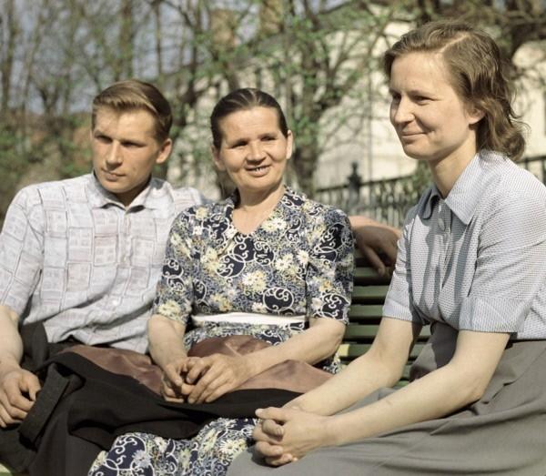 Семья летчика-космонавта Валентины Терешковой - брат Владимир , мать Елена Федоровна и старшая сестра Людмила. 1963г.