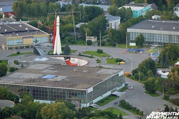 ВВЦ: второй по величине выставочный комплекс в Москве. Входит в 50 крупнейших выставочных центров мира