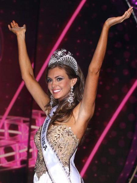 В качестве приза победительница конкурса на год получила корону и квартиру в Нью-Йорке