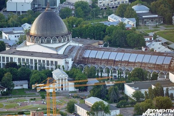 Вид на Павильон «Механизация» ВВЦ. ВВЦ претендует на право проведения всемирной выставки Expo 2020