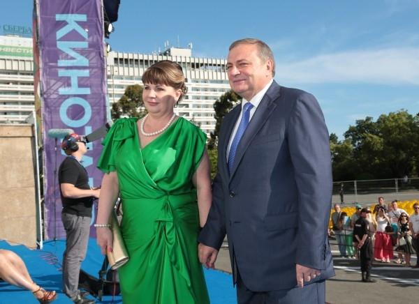 Мэр Сочи Анатолий Пахомов с супругой