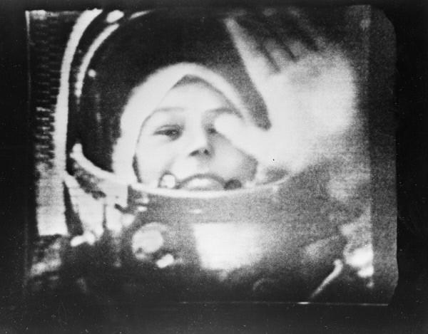 Летчик-космонавт Валентина Терешкова в кабине корабля Восток-6. 1963г.