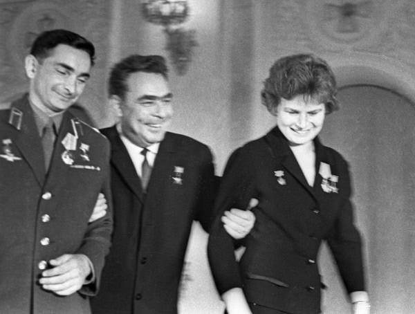 Валерий Быковский, Леонид Брежнев и Валентина Терешкова на приеме в Кремле. 1963г.