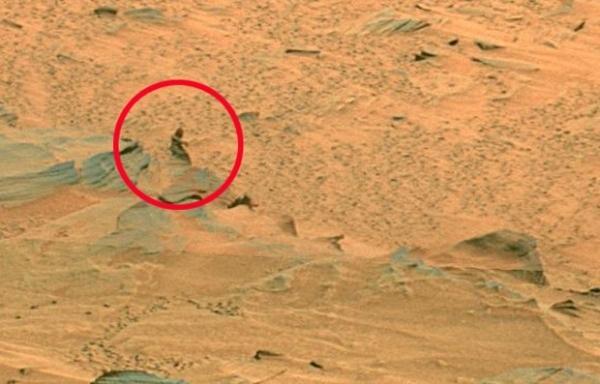 2010 г. С марсохода Spirit пришла партия снимков, на которых заметен силуэт, внешне напоминающий человека.