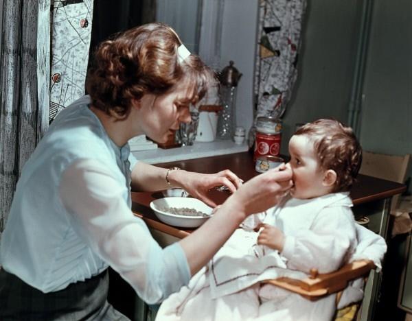 Валентина Терешкова с дочерью Аленой. 1965г.