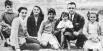 Семья Че Гевары. Слева направо - Эрнесто Гевара, мать Селия, сестра Селия, брат Роберто, отец Эрнесто с сыном Хуаном Мартином на руках и сестра Анна Мария 1941
