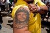 е Гевара, являвший собой пример самоотверженности и бескорыстия, ныне приносит огромные доходы дельцам, зарабатывающим на его образе.