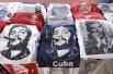 Сувениры с портретами команданте, майки, бейсболки, сумки, рестораны, названные в его честь.