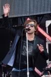 """Солист группы """"Би-2"""" Лева выступает на фестивале """"Рок над Волгой"""", проходящем у поселка Петра-Дубрава в Самарской области."""