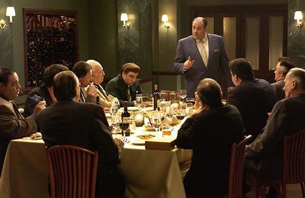 Кадр из фильма: «Клан Сопрано (1999—2007)»  За эту работу в 2000 году он был удостоен «Золотого глобуса» в номинации «Лучшая мужская роль на ТВ».