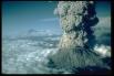 Вулкан Рейнир (Вашингтон, США) - стратовулкан в округе Пирс, Вашингтон, расположенный в 87 км к юго-востоку от Сиэтла.  Вершина вулкана состоит из двух вулканических кратеров, каждый более чем 300 метров в диаметре.