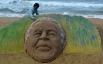 Песчаная скульптура Нельсона Манделы.