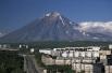 Вулкан Корякский. Действующий стратовулкан на Камчатке, в 35 км к северу от Петропавловска-Камчатского. В 1996 году вулкан был внесён в список из 16 вулканов, изучаемых соответствующей комиссией ООН. Последнее извержение произошло в 2008 году.