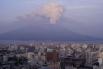Вулкан Сакурадзима (Кагосима, Япония) - обычно действующим вулкан считают, если он проявлял активность в последние 1000 – 3000 лет. Но Сакурадзима постоянно активен с 1955 года. Последнее такое событие, но не очень сильное, отмечено 2 февраля 2009 года.