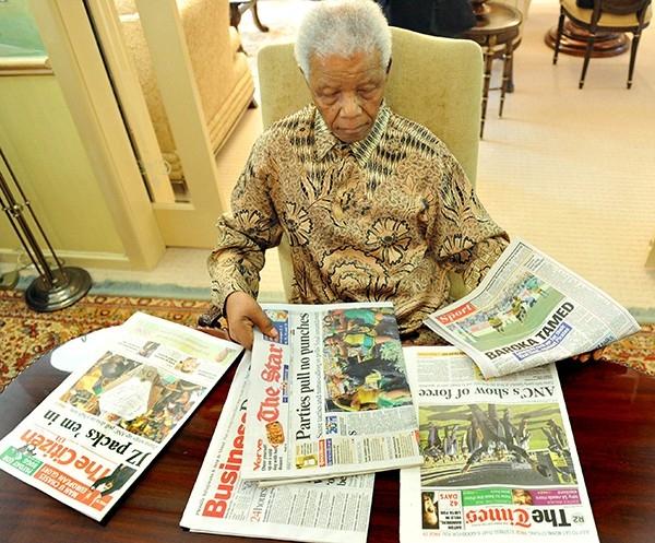 В 1944 году Мандела стал членом Молодежной лиги Африканского национального конгресса (АНК). Он стал активно бороться за права человека и против политики апартеида, которая проводилась правительством Национальной партии. Суть режима апартеида состояла в то