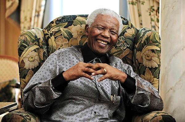 2008 г.  В 1939 году Мандела поступил в Университет Форт-Хейр. Это был единственный в ЮАР университет, куда принимали не только белых. Однако вскоре Мандела принял участие в забастовке студентов и покинул стены университета. После этого регент Джонгинта