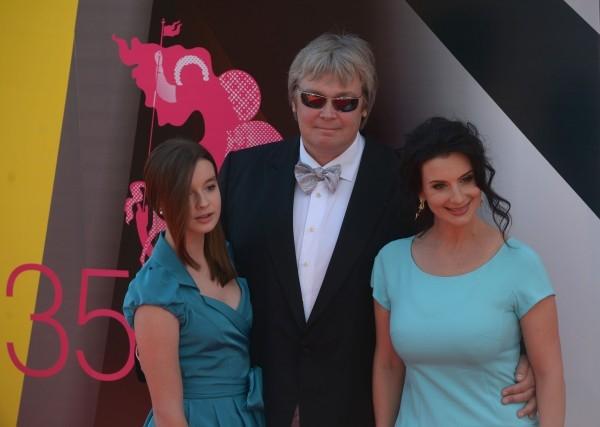 Актер и режиссер Александр Стриженов с женой Екатериной и дочерью Александрой