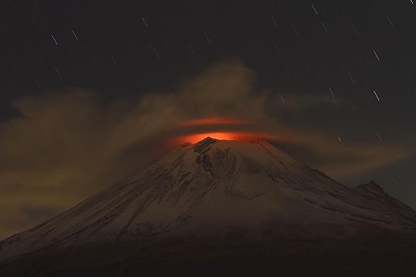 Вулкан Попокатепетль (Мексика) Долгое время вулкан считался потухшим, но в конце 20-го века Попокатепетль начал просыпаться. С 1519 года зафиксировано более 20-ти мощных извержений вулкана Попокатепетль.