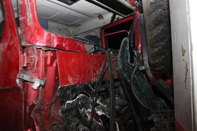 Спасатель подставил под удар заднюю часть своей машины, поставив ее на ручной тормоз, в результате грузовик со щебнем остановился. Благодаря таким действиям удалось избежать большого количества жертв