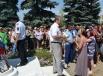 Около администрации Пугачевского района - по разным данным,  приняли участие от 700 до 1500 человек. Люди потребовали от властей депортировать чеченцев из Саратовской области, подчеркнув, что на другие условия не согласны.    На фото: Светлана Маржанов