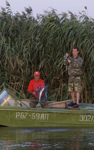 В 2009 году Дмитрий Медведев вместе со своей супругой Светланой Медведевой провел выходные на Волге, где опять же удил рыбу.
