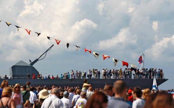 На время проведения Военно-Морского салона якорь у городских причалов бросили боевые корабли из Нидерландов и Польши, прибыла даже иностранная подводная лодка.